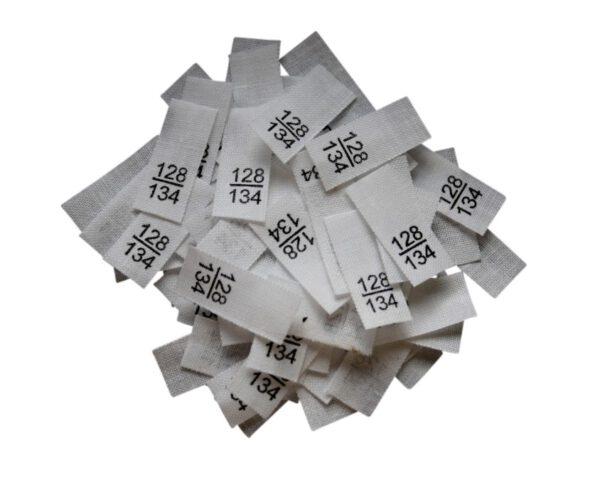 25 Textiletiketten - Größe 128/134 auf Mischband