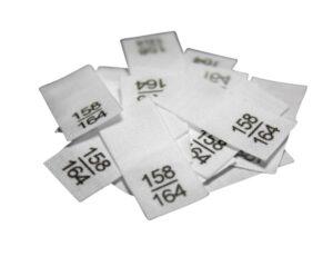 25 Textiletiketten - Größe 158/164 auf Mischband