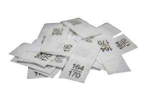 25 Textiletiketten - Größe 164/170 auf Mischband